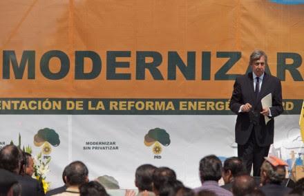 Cárdenas en el Monumento a la Revolución. Foto: Eduardo Miranda