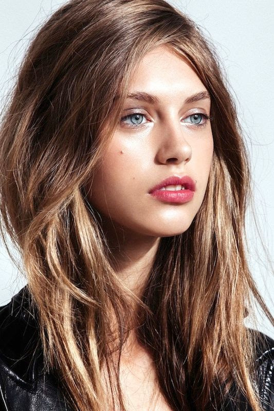 Le Fashion Blog 5 Easy Hairstyles For When You're Short On Time Lazy Girl Hair Textured Tousled Waves Metallic Eyes Berry Lips Via Refinery29
