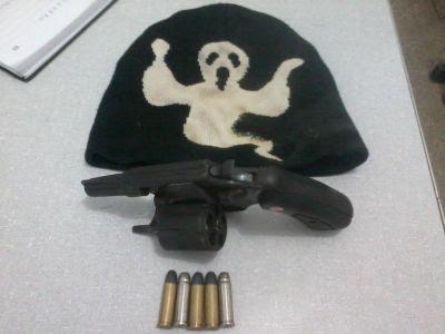 A arma estava municiada. (Ubatã Notícias)