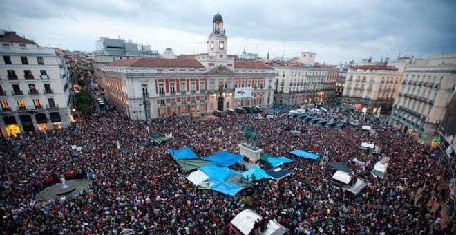 Puerta del Sol de Madrid durante el 15-M en una imagen de archivo. REUTERS/ Paul Hanna