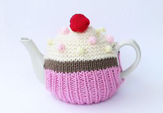 Knitted_tea_cosy_1_small2