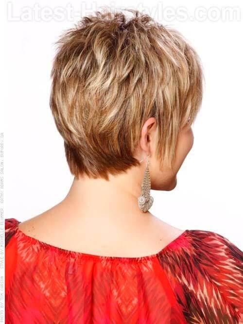 Short Blonde Pixie Wispy Kurzhaarfrisur für ältere Frauen Rückansicht