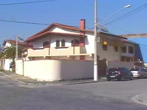 Local onde o crime ocorreu no bairro Vila Bourguese, em Pindamonhangaba. (Foto: Reprodução/TV Vanguarda)