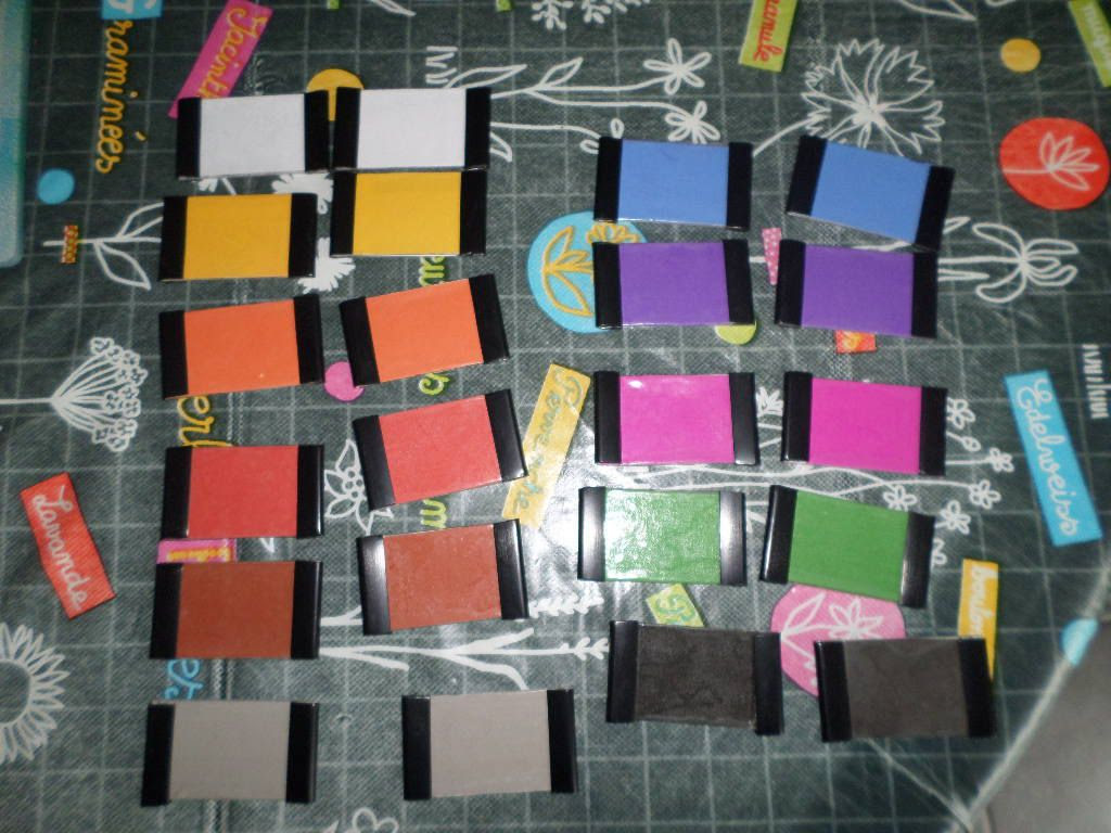 Les boîtes de couleurs Montessori