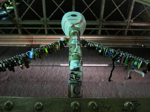 Cadenas sur Brooklyn bridge
