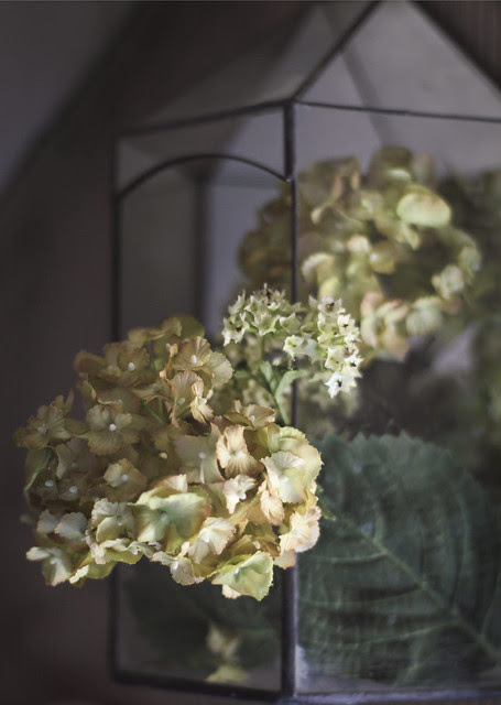 Artificial flowers arrangement - the 2nd lots for the bathroom