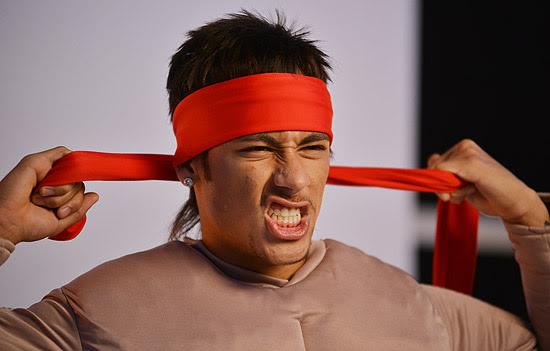 """Neymar posa para foto como """"Rambo"""" como novo garoto propaganda da Kibon"""
