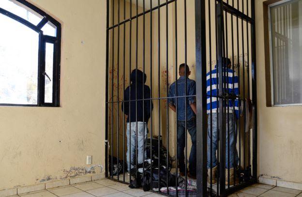 Jovens na cadeia