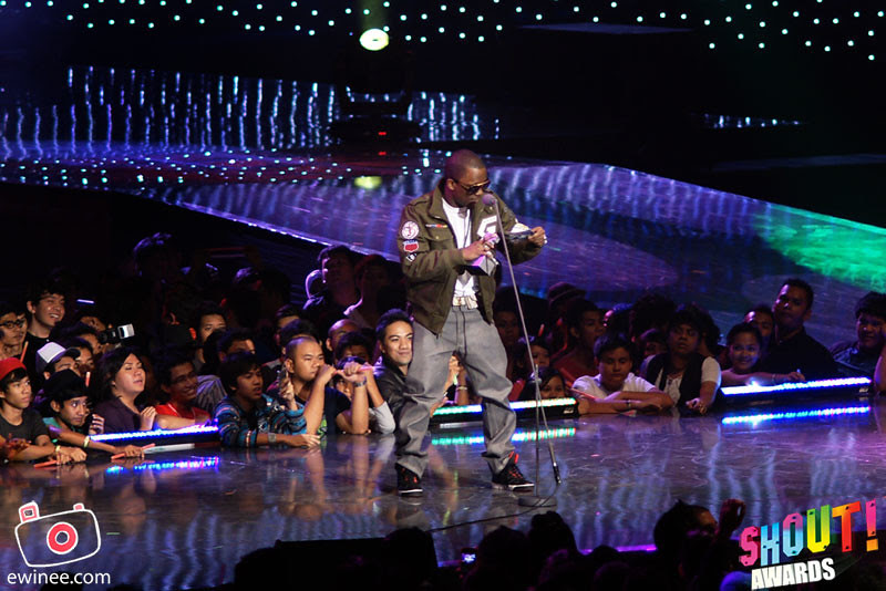 YUNA-IYAZ-SHOUT-AWARDS2