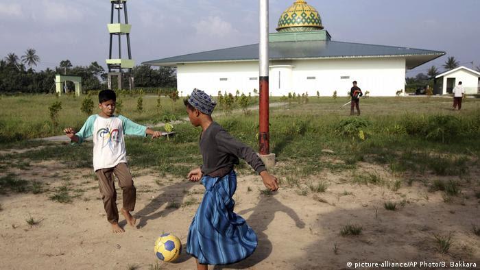 Indonesien Schule für Söhne von Terroristen (picture-alliance/AP Photo/B. Bakkara)