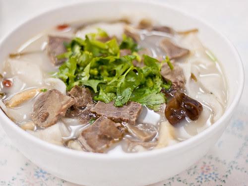 Lamb noodle soup (羊肉燴麵)