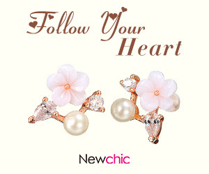Gold Plated Flower Shell Stud Earrings