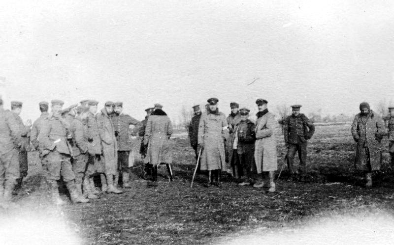 http://upload.wikimedia.org/wikipedia/commons/6/6e/Christmas_Truce_1914.png?uselang=en-gb