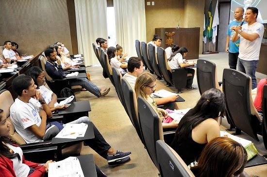 Professores  dão dicas de Redação no último aulão do Conexão Enem na Assembleia