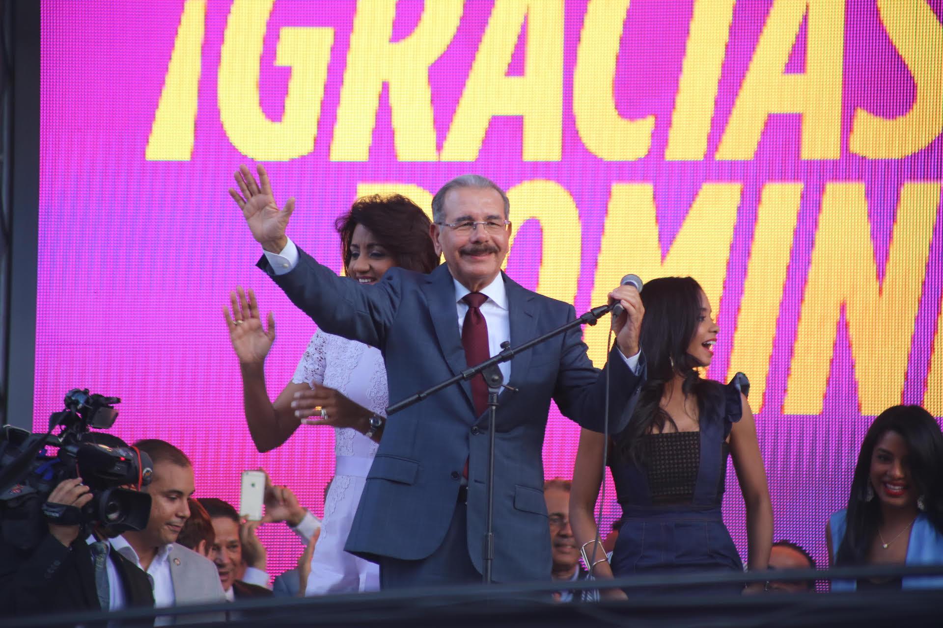 Danilo celebra; lanza un mensaje de unidad a sus rivales políticos