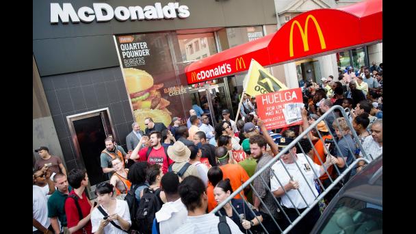 Trabajadores de McDonalds en huelga