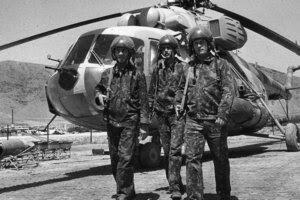 piloti-sovietici-de-mi-8-in-afganistan