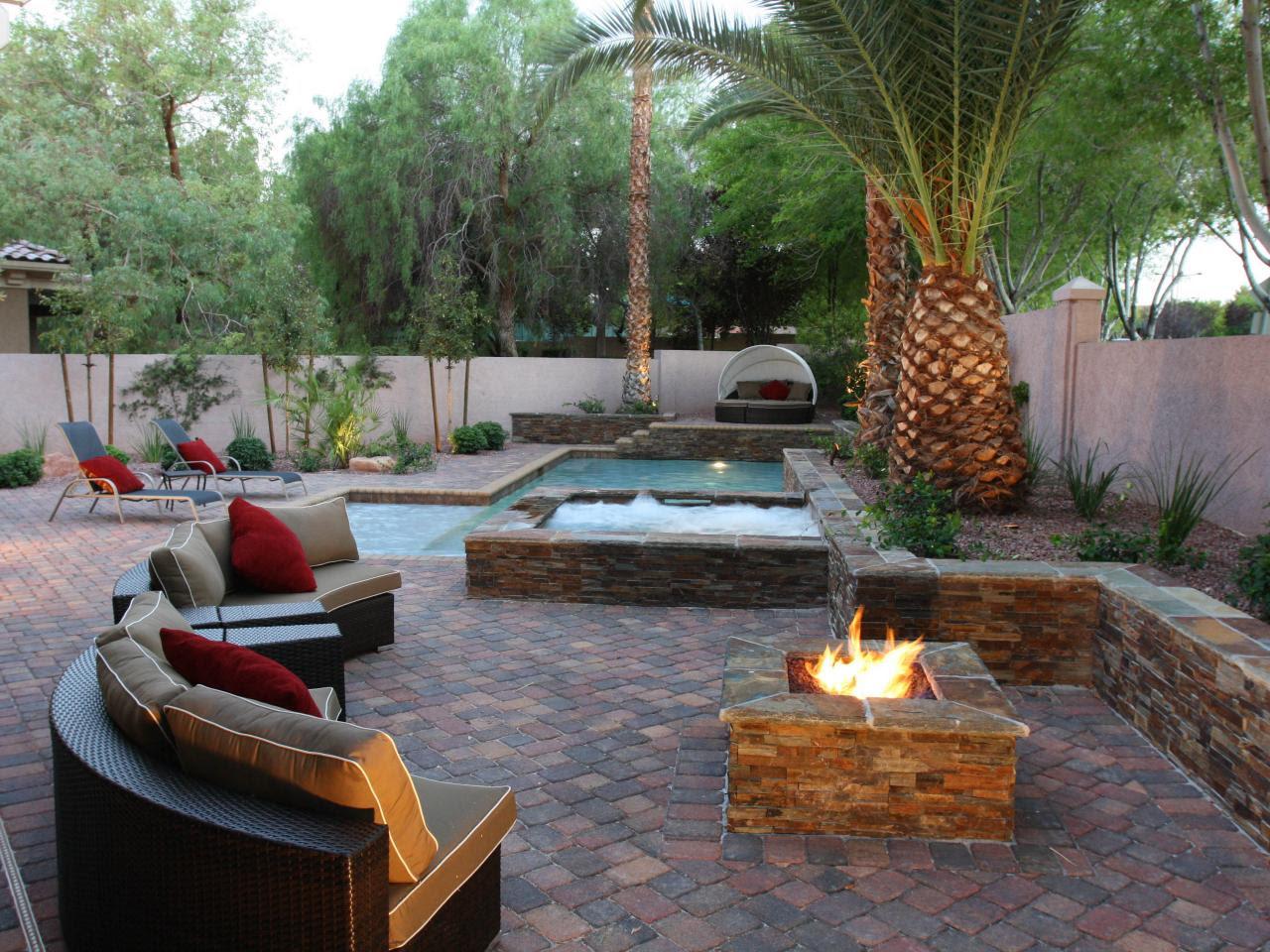 DP_Joseph Vassallo mixed color contemporary pool palm tree_h