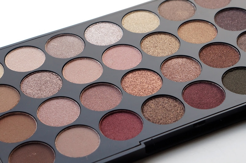 Makeup revolution london flawless palette
