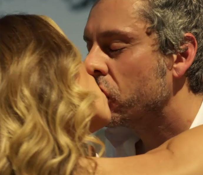 Romero e Atena se casam (Foto: TV Globo)