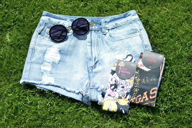 primark denim jeans high waist distressed destroyed shorts levis inspired looney tunes las vegas cartoon funny socks round sunglasses new in shopping fashion blogger turn it inside out belgium