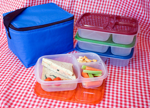 Picnics are easy with EasyLunchboxes!  Photo courtesy of  http://www.kitchencritic.co.uk