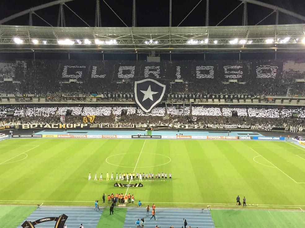 Torcida do Botafogo voltou a fazer festa com mosaico e a mensagem:
