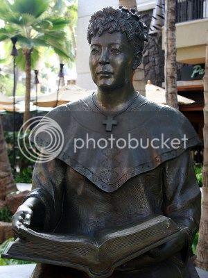 statue of Hawaiian educator