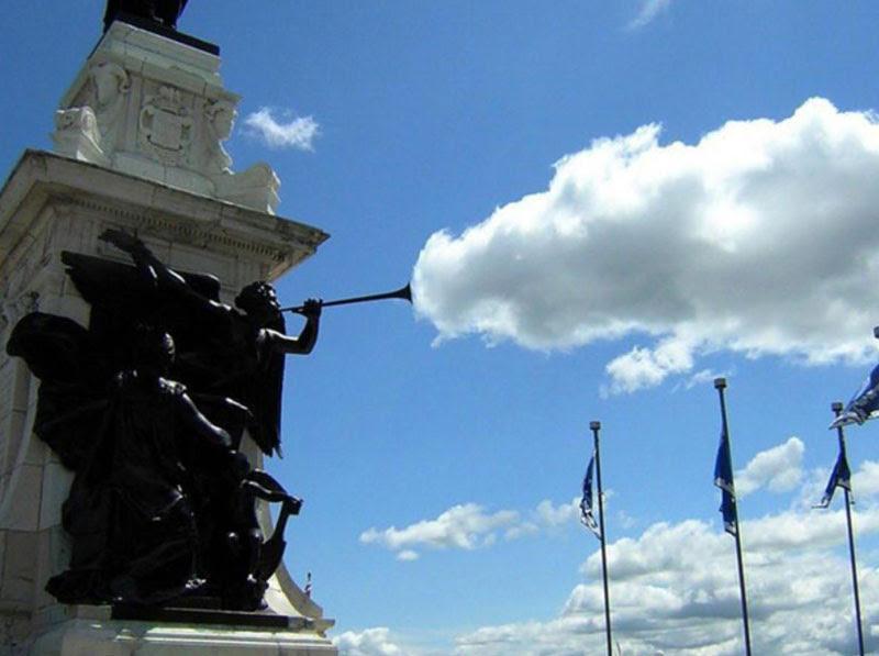 άγαλμα σύννεφο τέλειο συγχρονισμό