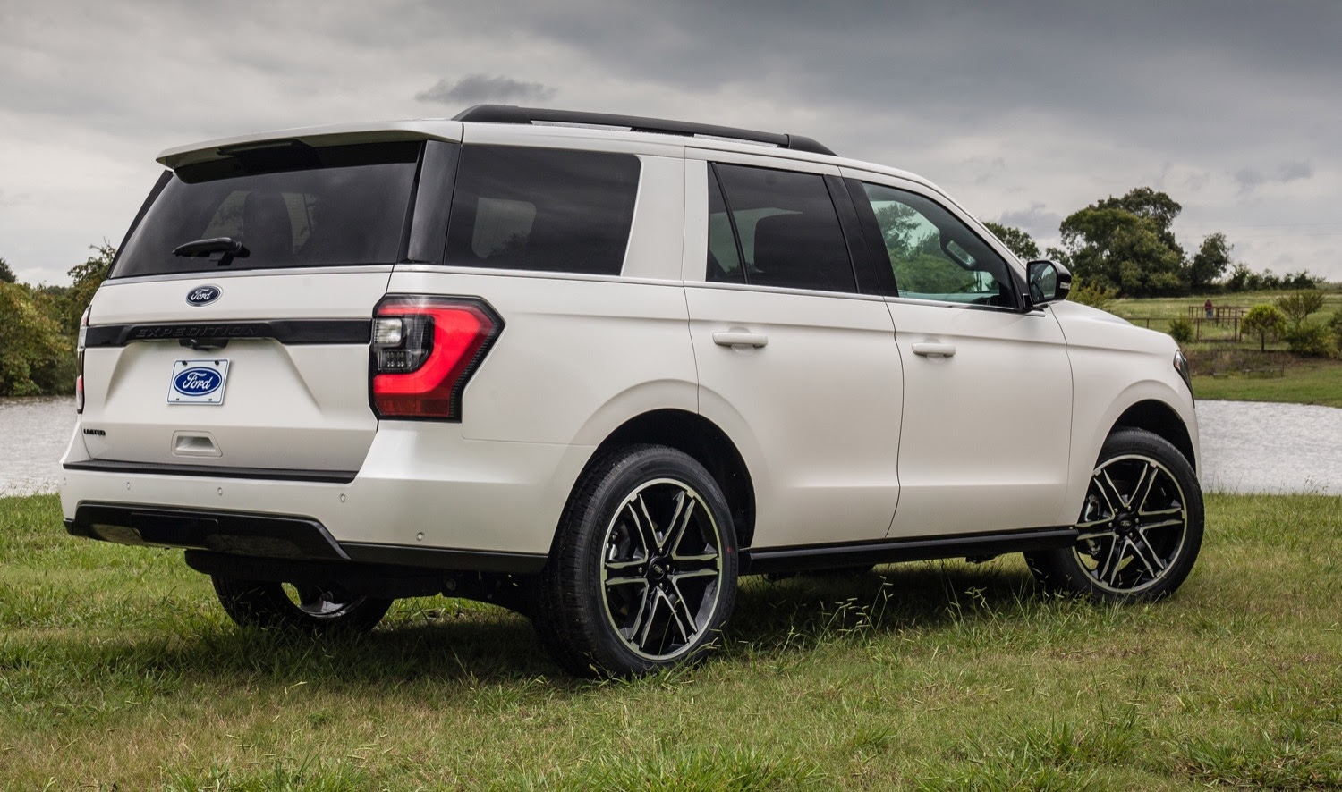Ford Expedition Discount Reduces Price By 20 In July 2019