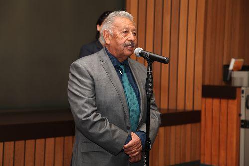 圖3:洛杉磯縣夏威夷花園市(Hawaiian Gardens)市長雷納爾多﹒羅德裏格斯(Reynaldo Rodriguez)在議會中發言。
