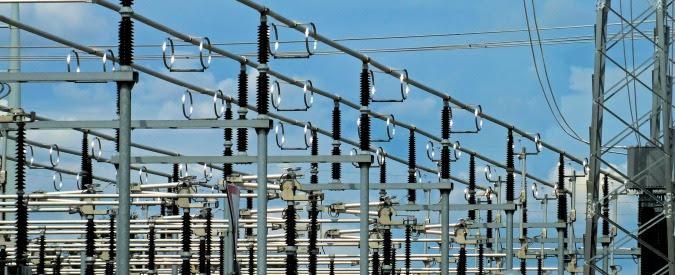 Bollette elettriche, da luglio +4,3% perché aumenta costo della gestione dei flussi di energia sulla rete. E paghiamo noi