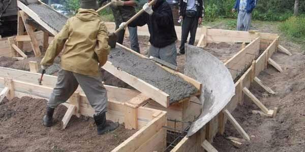 Строительство бетонного желоба