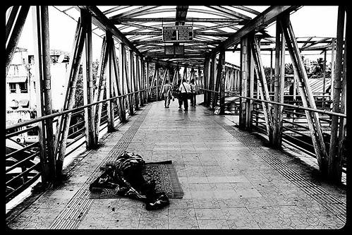 Bhag Gardalu Bhag ,, Tere Gand Ke Neeche Police Ne Lagaie Hai Ag ,,Gandu Jaldi Jag by firoze shakir photographerno1