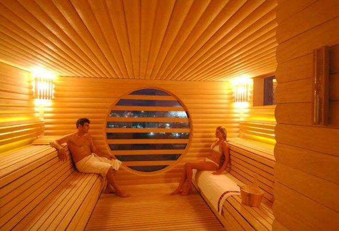 Комнаты обшитые деревянной вагонкой фото