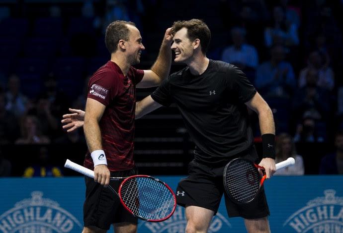 Bruno Soares e Jamie Murray vencem irmãos Bryan no ATP Finals (Foto: JUSTIN SETTERFIELD / AFP)