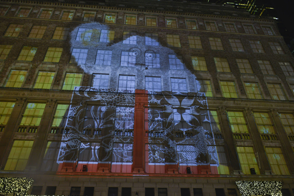 best-window-displays_saks-fifth-avenue_2013_christmas_the-yeti-story_02