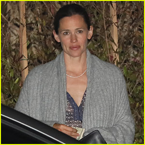 Jennifer Garner Steps Out for Dinner in Malibu