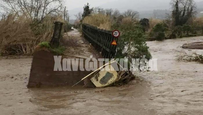 Σε κακή κατάσταση η παλιά γέφυρα στο Πατελάρι. Μπορεί να μην χρησιμοποιείται πλέον αλλά είχε την αξία της για την περιοχή.