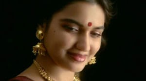 Thamarapoovil Vaazhum Lyrics Translation | Chandralekha (1997)