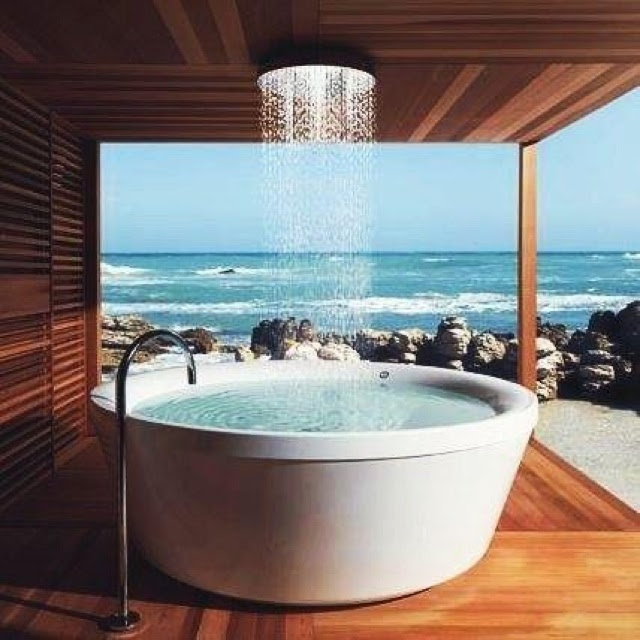 Love this bath and view, would actually use this bath!