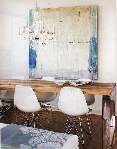 Pon en tu comedor un cuadro grande abstracto, crearás un bonito ambiente.