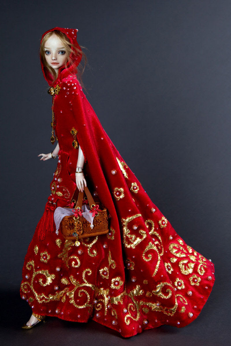 Elegantes bonecas lacrimejantes transmitem a complexidade das emoções humanas 03