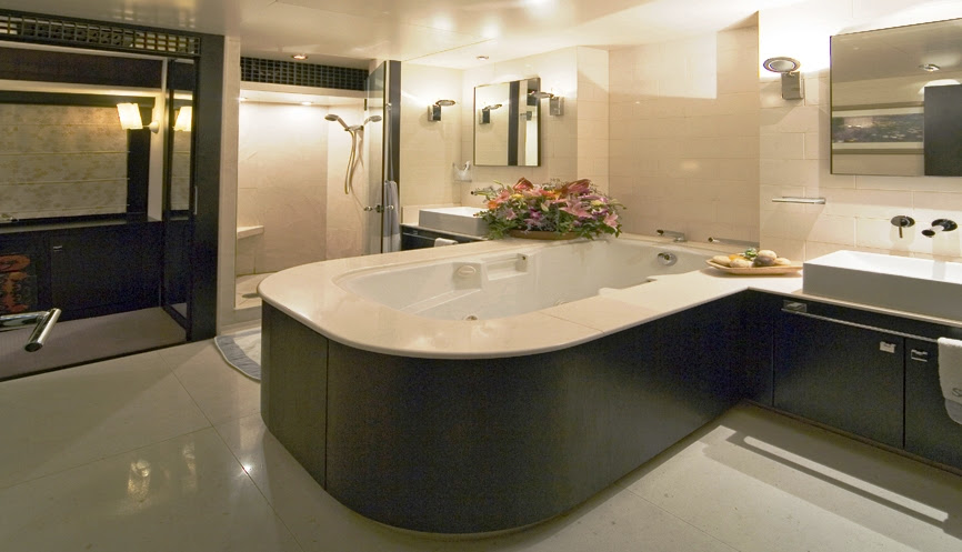 Luxury Yacht Charter SENSEI Master Bathroom - Mitsubishi-admiral ...