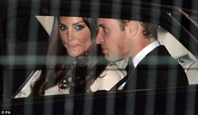Ana Başlık: Kate rastık eyeliner ve uçuk pembe dudaklar her zamanki makyaj tarzı tuttu