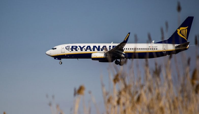 Política desmistificada  Ryanair debaixo de fogo por ato de racismo em avião 68df1f911f9cd