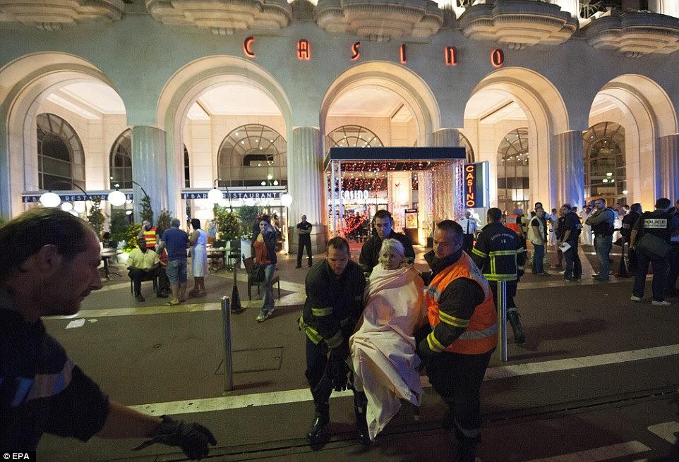 Os serviços de emergência utilizados bares, restaurantes, casinos e hotéis como centros de triagem para lidar com o pé ferido