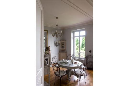 The dining mottled flea Saint-Ouen