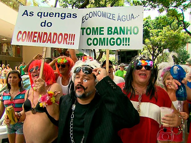 Bloco na Savassi teve diversão e deboche (Foto: Reprodução/TV Globo)