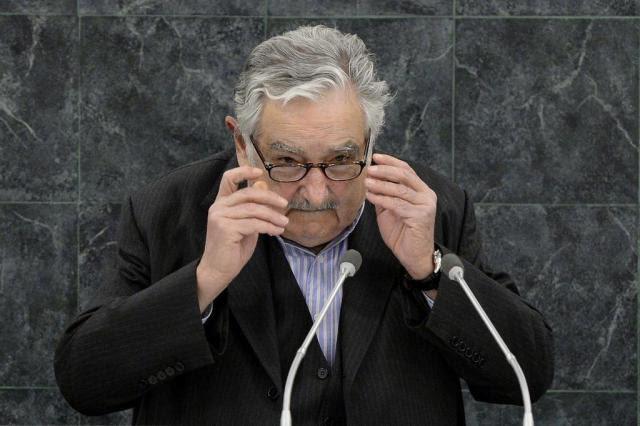 Em livro, Mujica relata confissão de Lula sobre mensalão Justin LANE/POOL